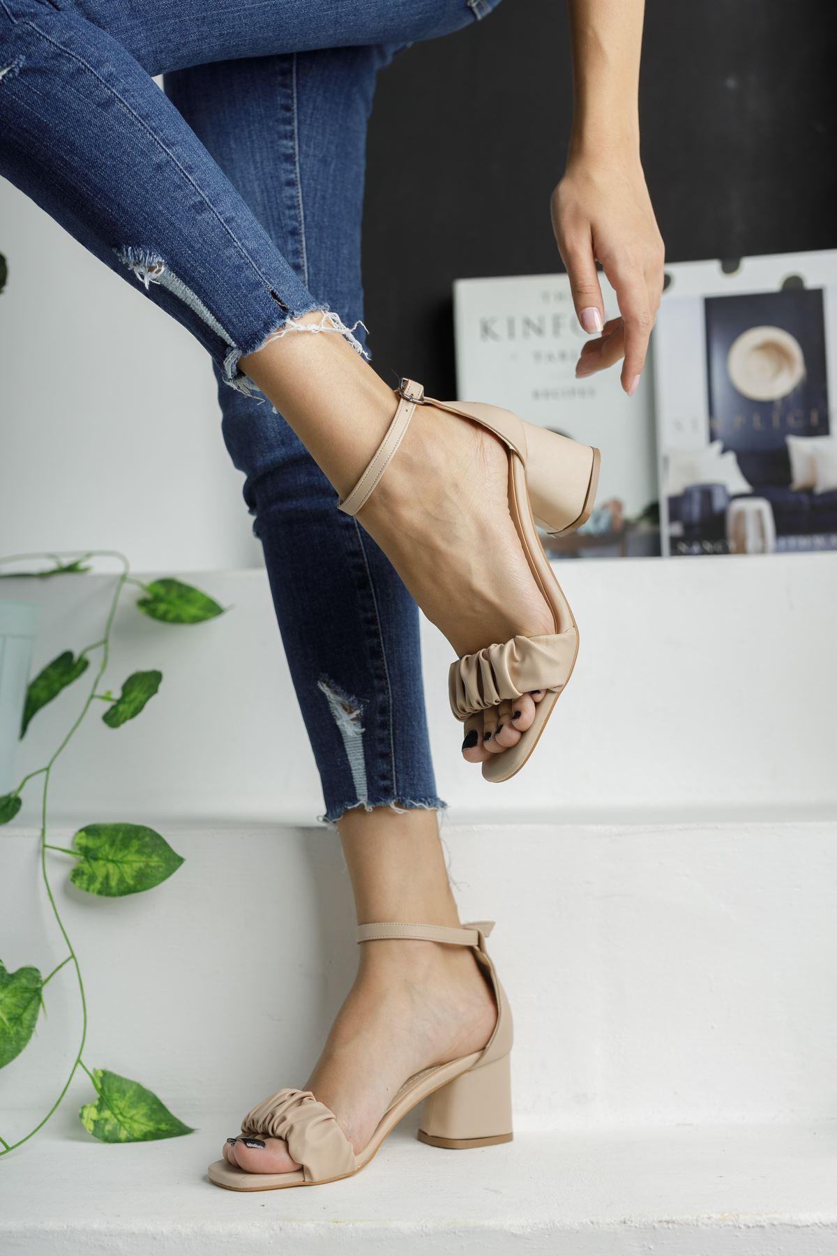 Bej Cilt Büzgü Detaylı Klasik Topuklu Ayakkabı