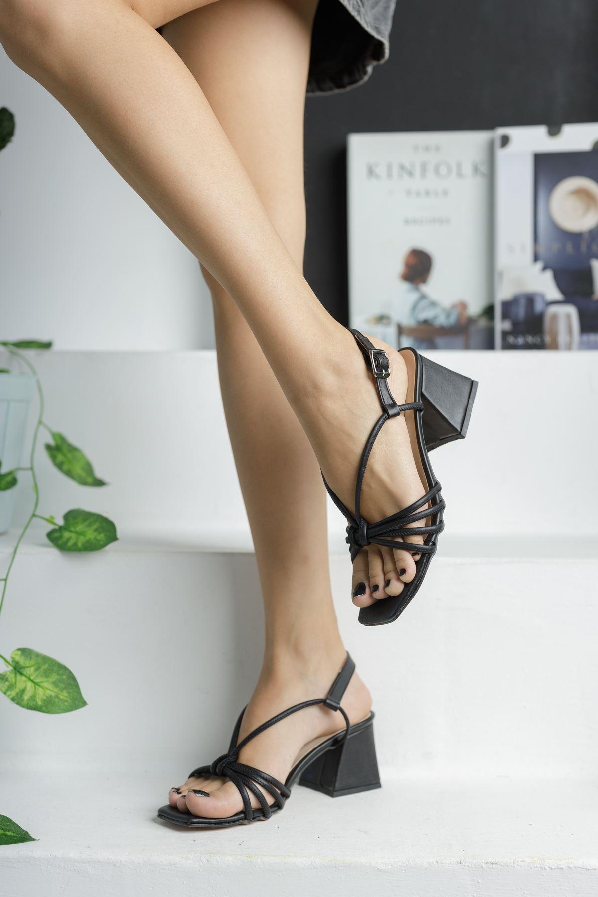 Siyah Cilt Topuklu Sandalet