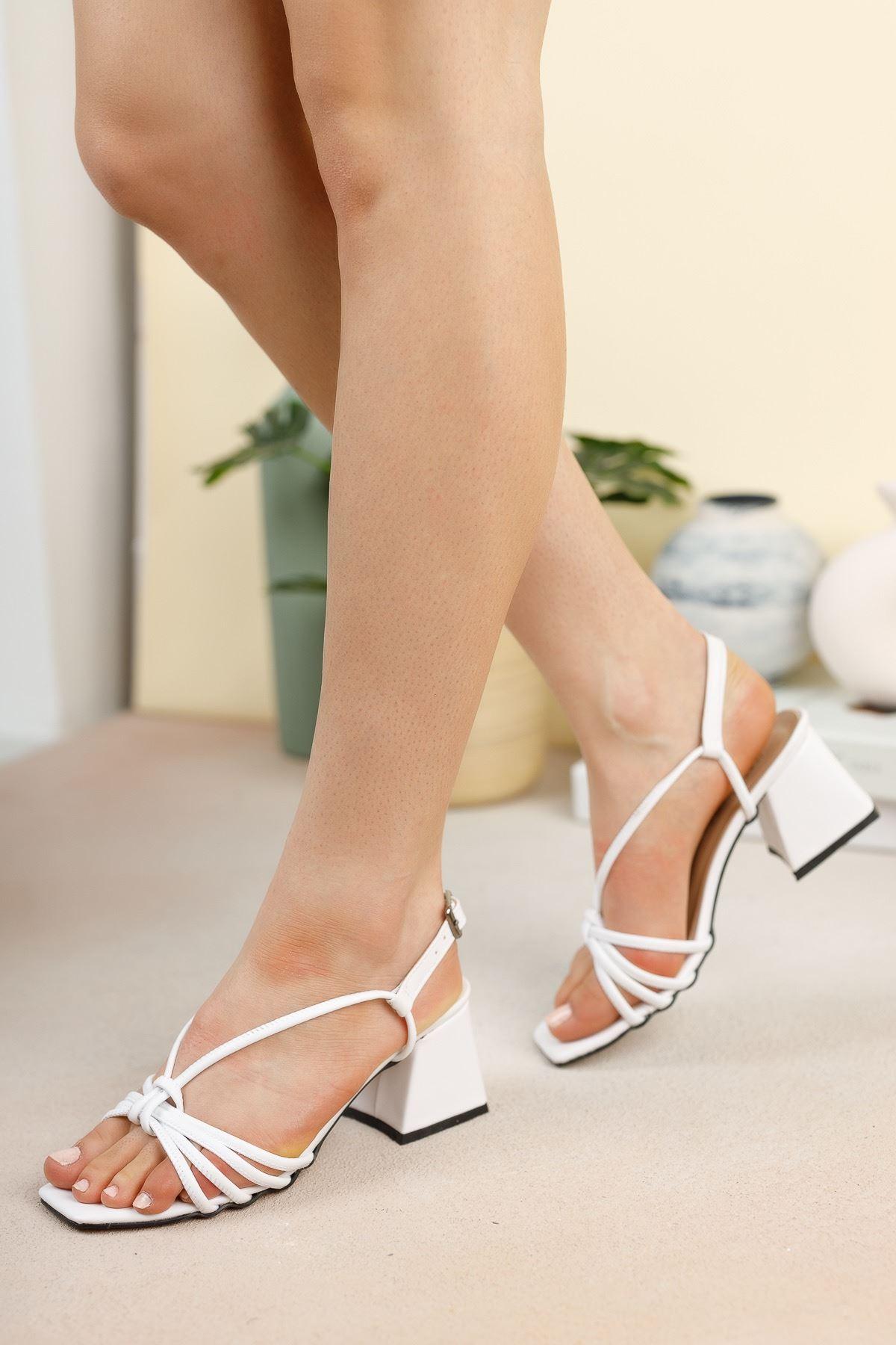 Beyaz Cilt Topuklu Sandalet