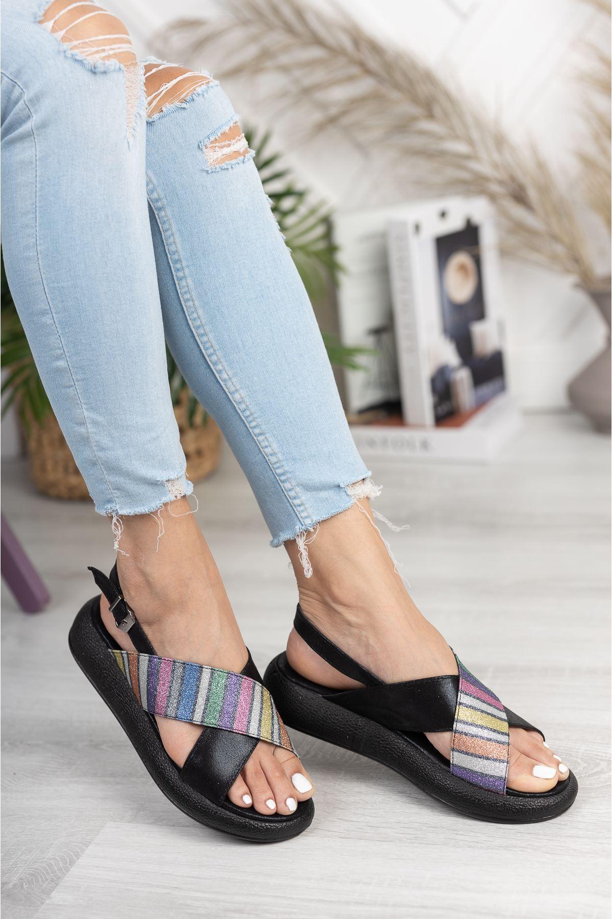 Siyah Çapraz 4 Cm Taban Sandalet
