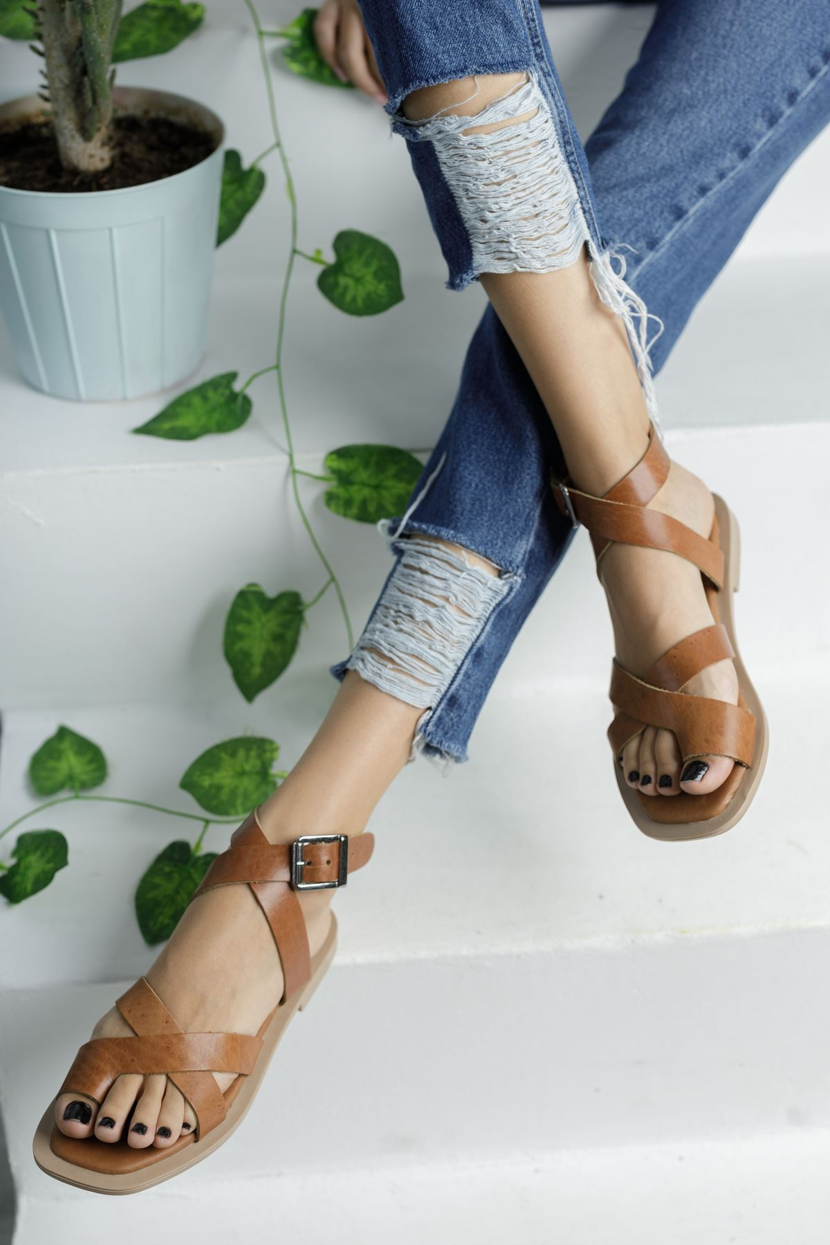 Taba Deri Parmak Arası Çapraz Sandalet