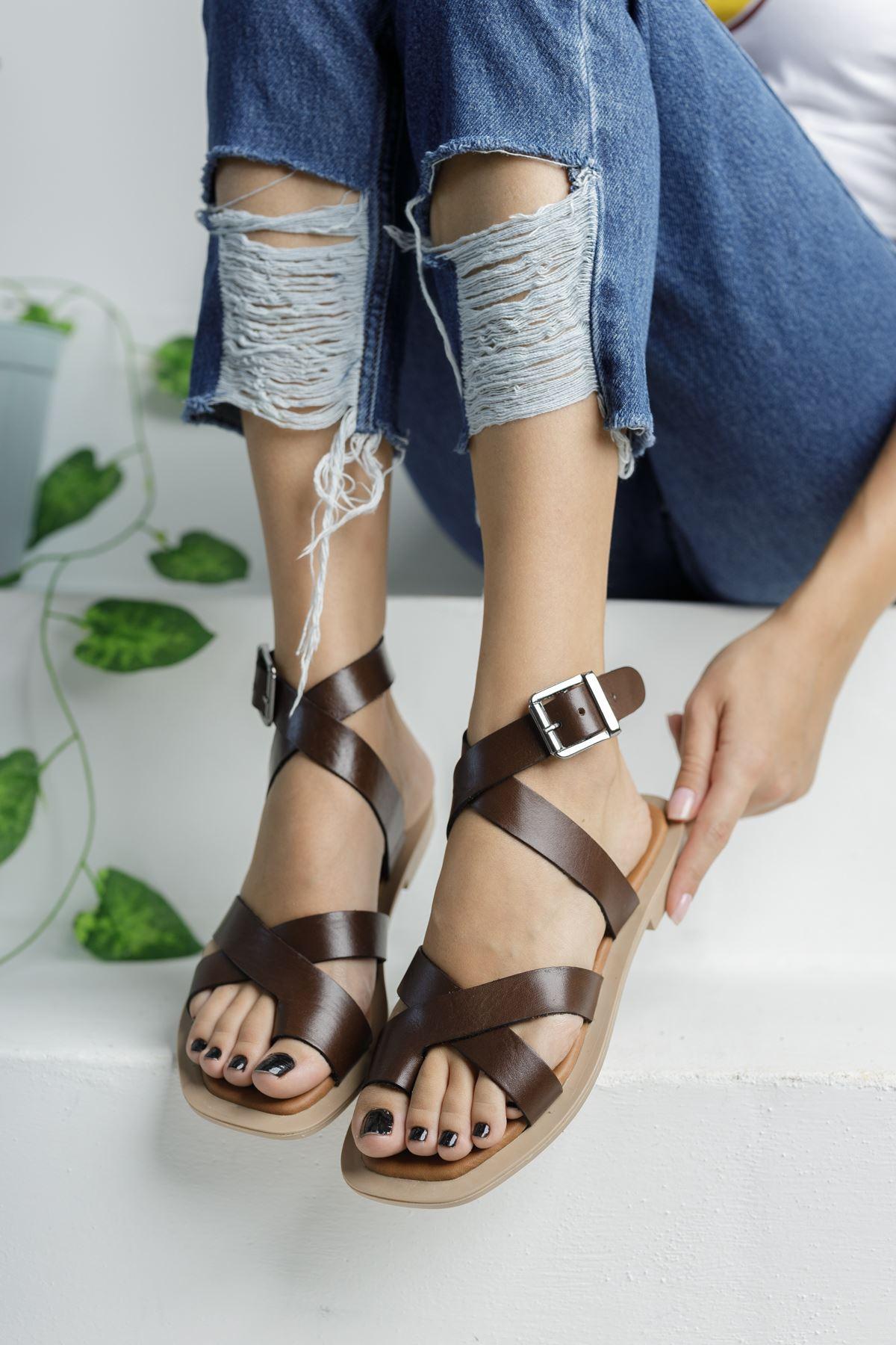 Koyu Kahverengi Deri Parmak Arası Çapraz Sandalet