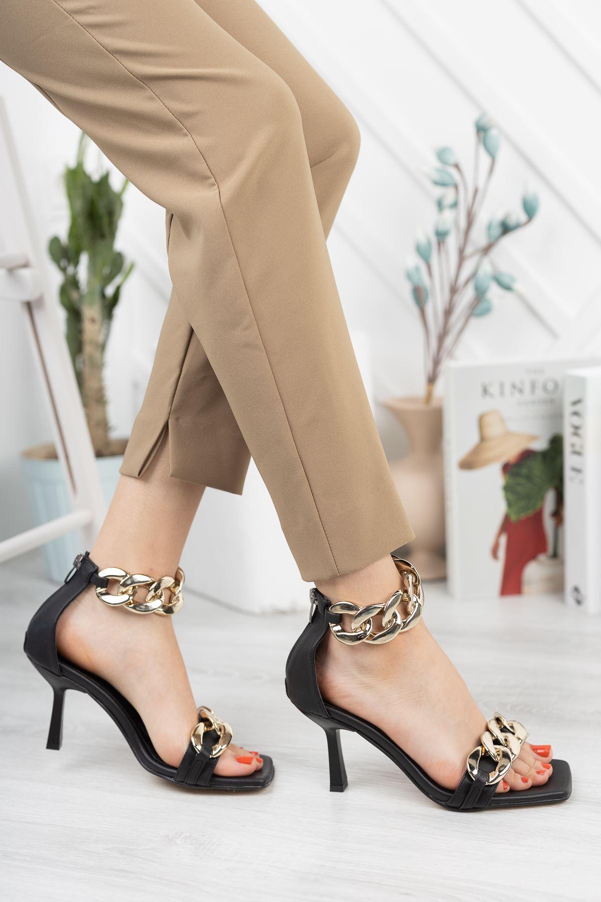 Siyah Zincir Detaylı İnce Topuklu Ayakkabı