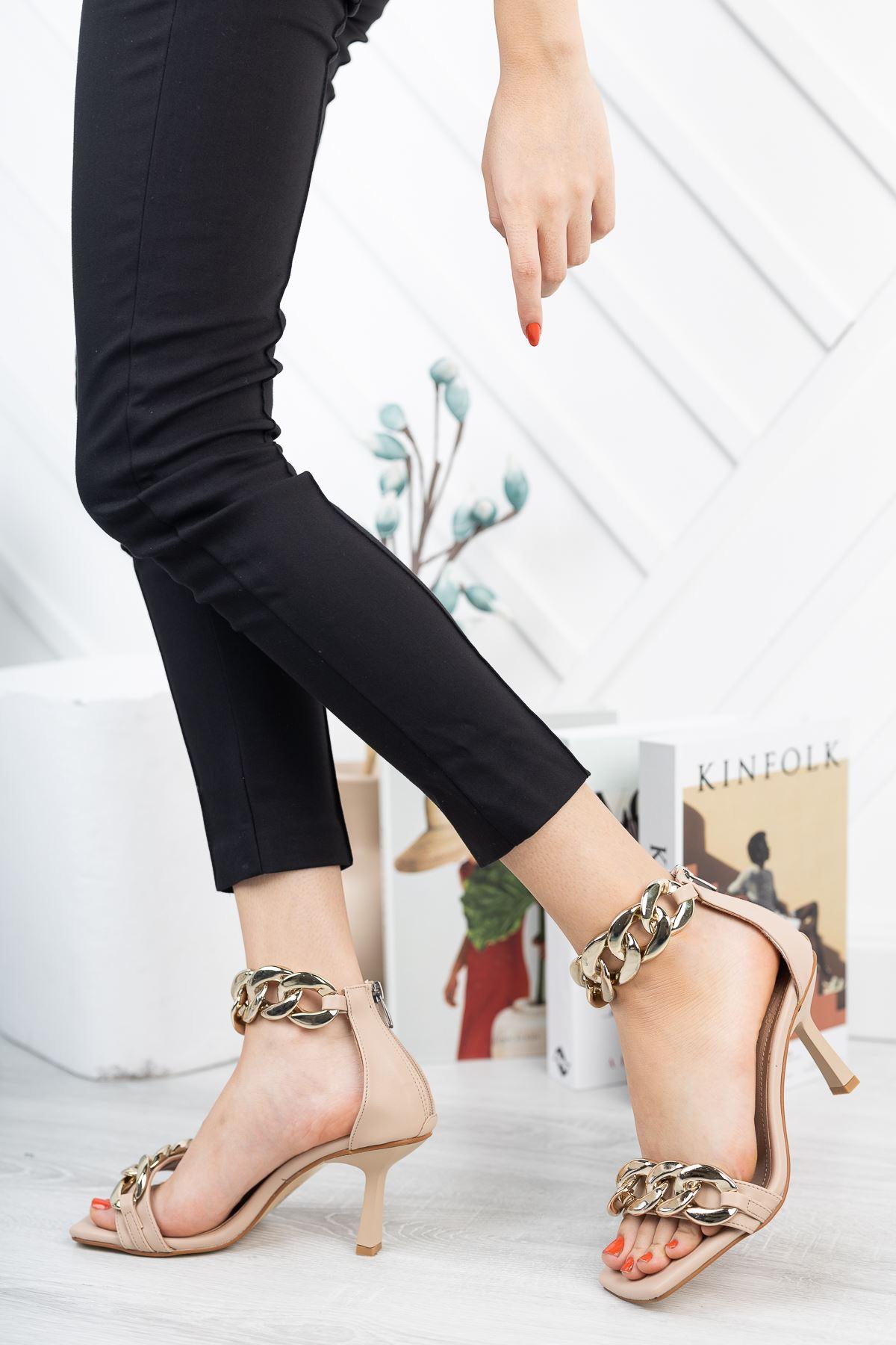 Bej Zincir Detaylı İnce Topuklu Ayakkabı