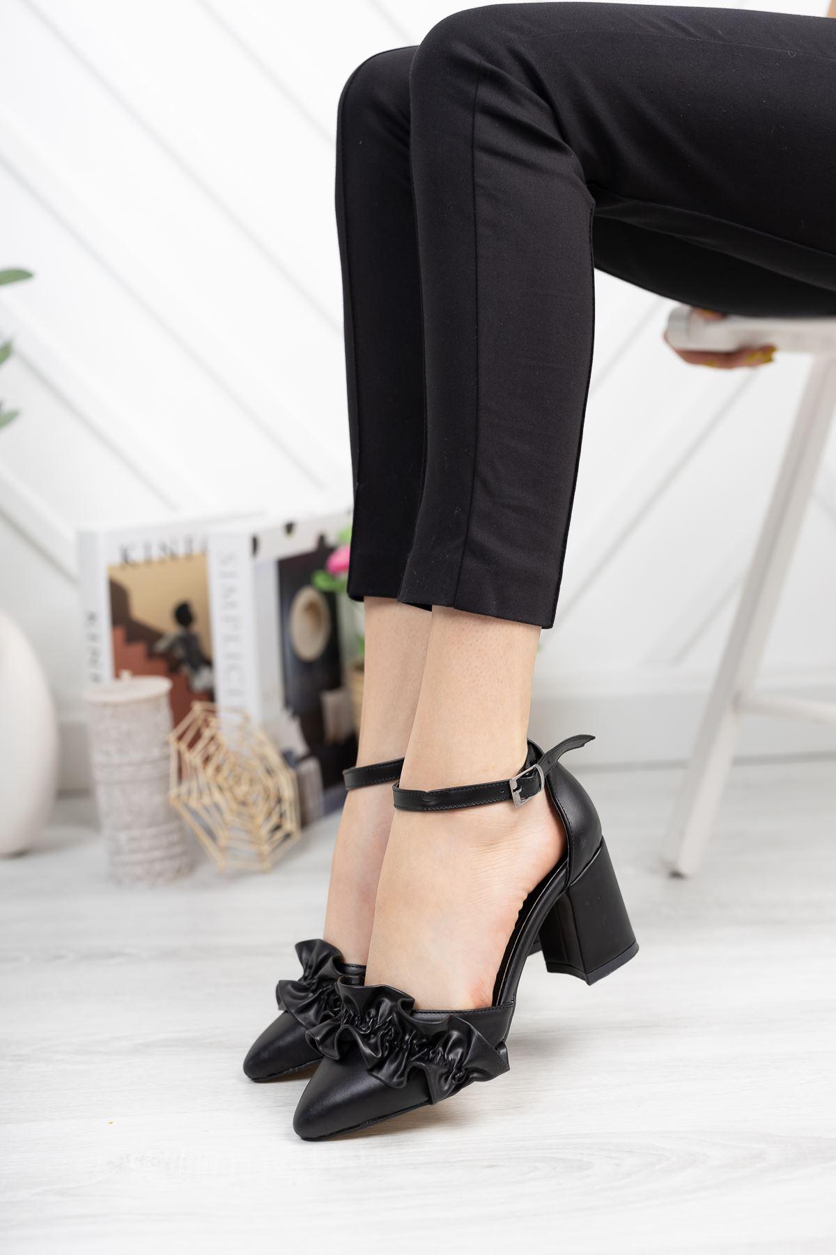 Siyah Fırfır Detaylı Kalın Topuklu Ayakkabı