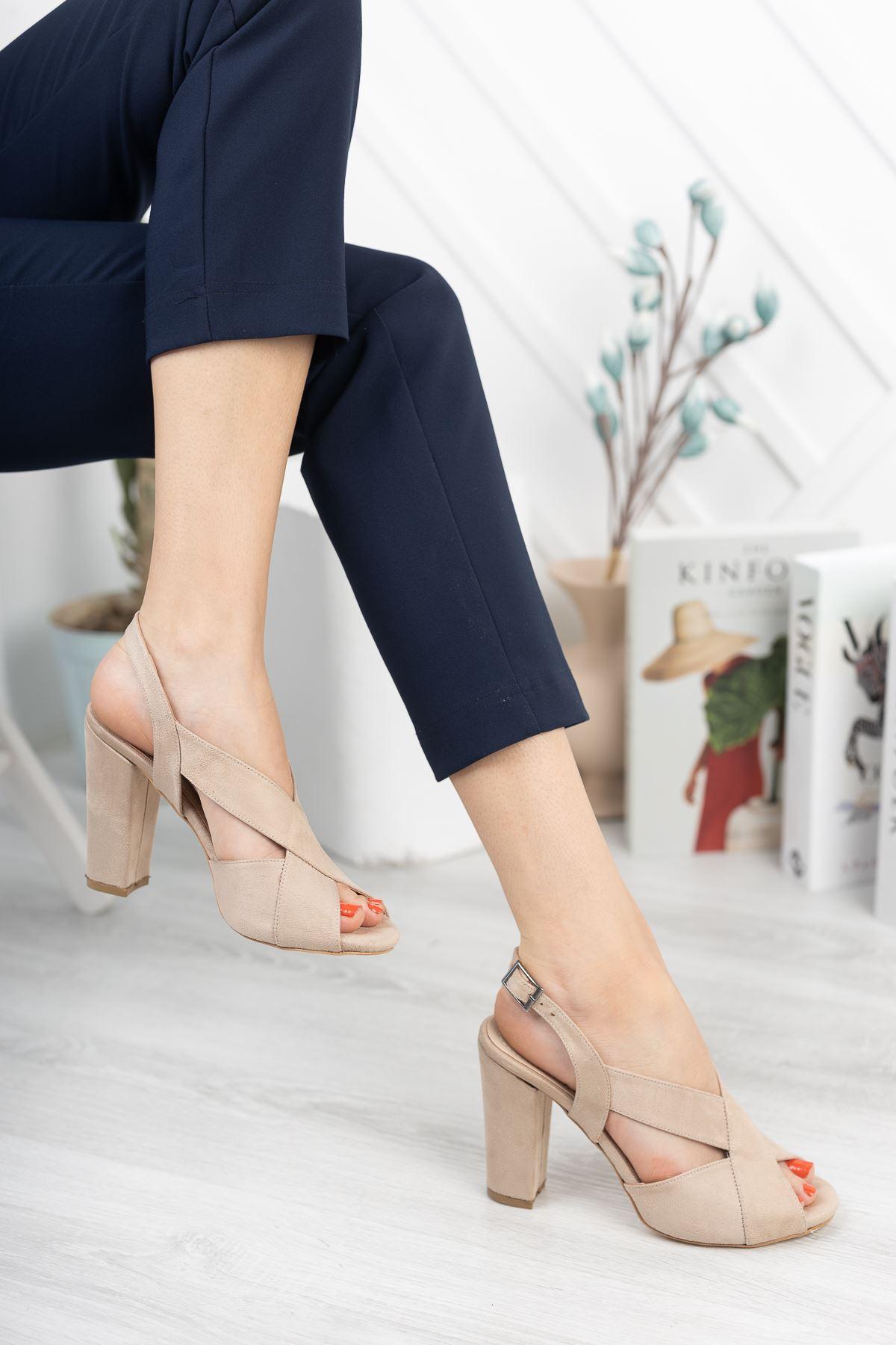 Bej Süet Çapraz Klasik Topuklu Ayakkabı