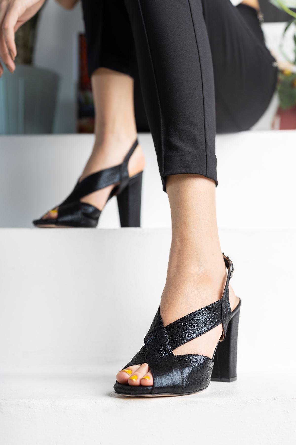 Siyah Simli Çapraz Klasik Topuklu Ayakkabı
