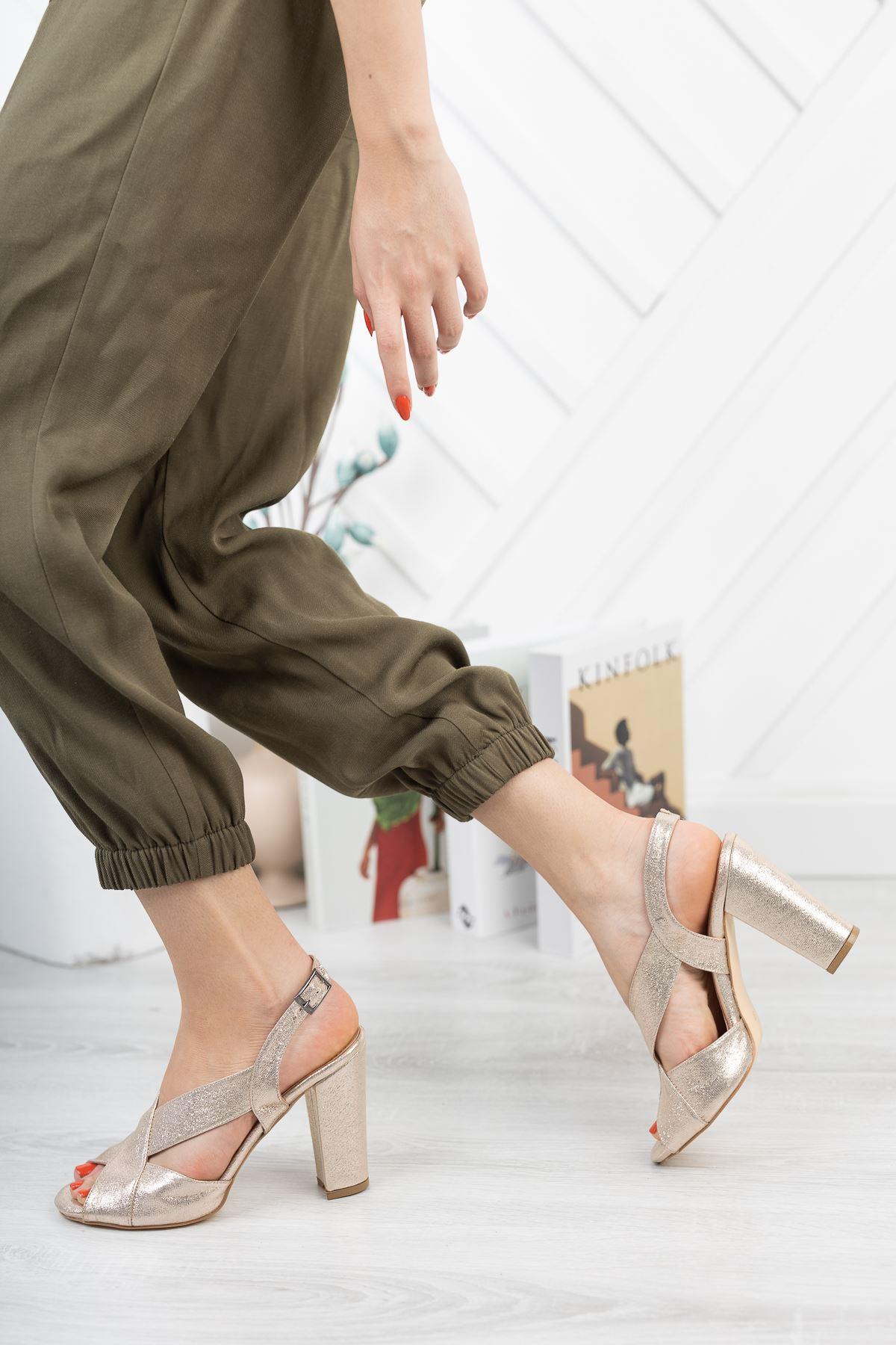 Altın Simli Çapraz Klasik Topuklu Ayakkabı