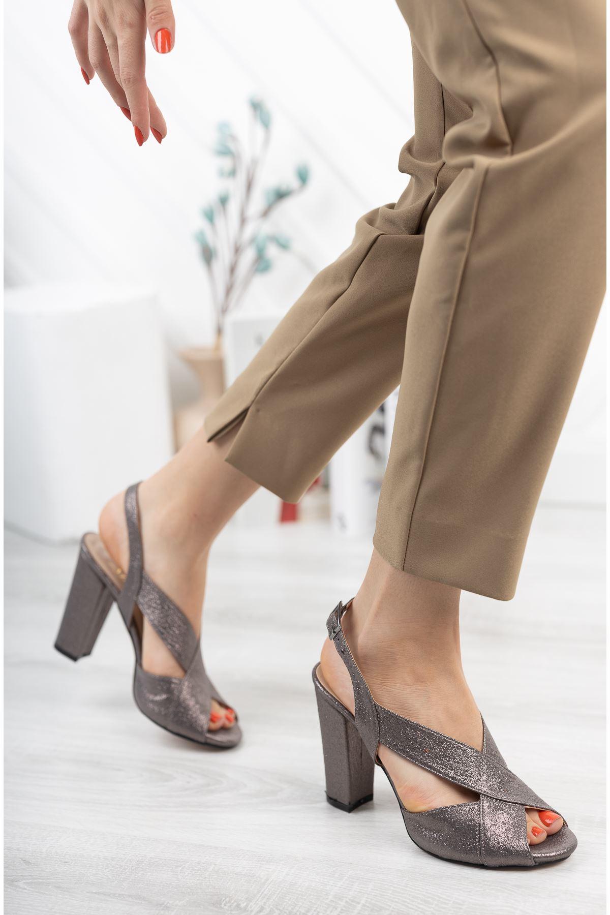 Platin Simli Çapraz Klasik Topuklu Ayakkabı