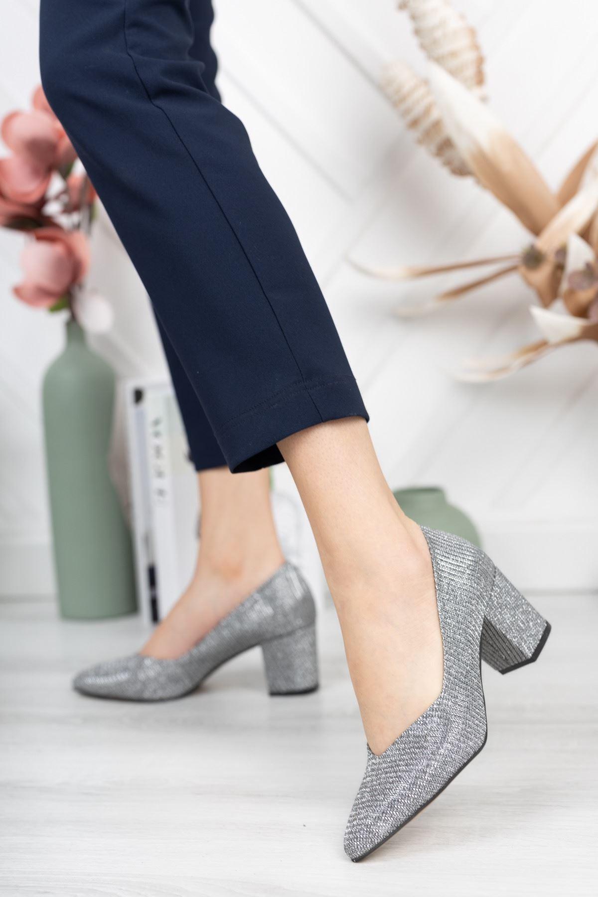 Gümüş Simli Kalın Topuklu Abiye Ayakkabı